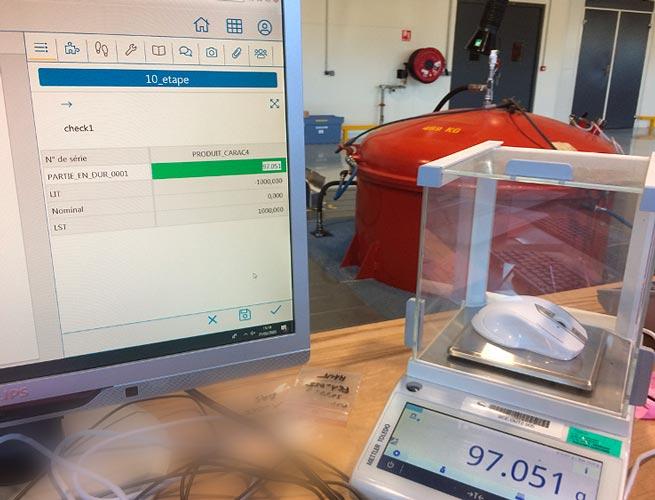 Pesée avec saisie automatique des données dans le MES Qualaxy